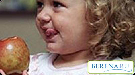 Если в организм ребенка попало сразу большое количество лямблий, сразу проявляются соответствующие симптомы...