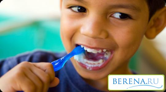 Важно научить ребенка правильно чистить зубы