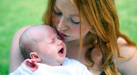 У новорожденного зеленоватый цвет ...